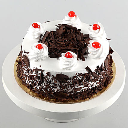 Black Forest Cake Half Kg: Send New Year Gifts to Canada