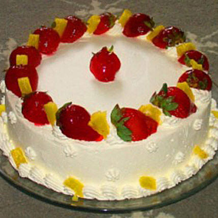 Eggless Pineapple Strawberry Cake: Eggless Cake Delivery in Canada