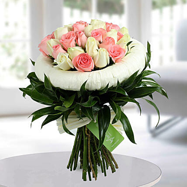 Appealing Pink N White Roses Bunch: Premium Roses