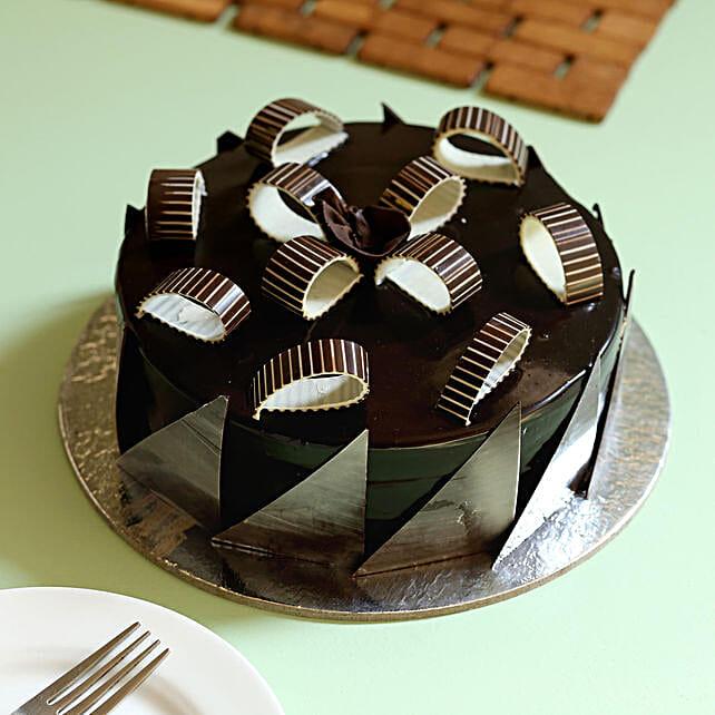 Chocolate Galore Cake: Chocolate Cake