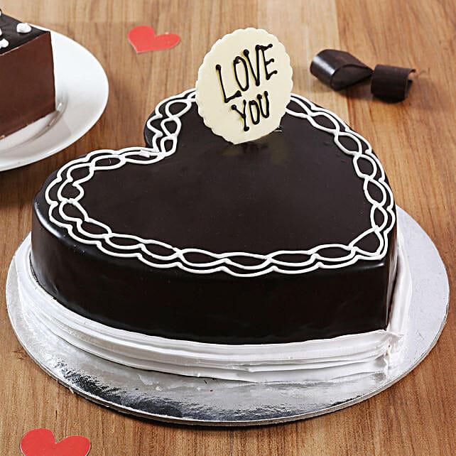 Classic Heart Shaped Chocolate Cake: Hug Day Gifts
