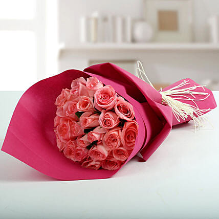 Cute Pink Roses Bunch: Anniversary Bouquets