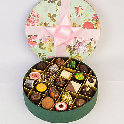 Delectable Chocolates In Floral Box- 21 Pcs: Gifts to India