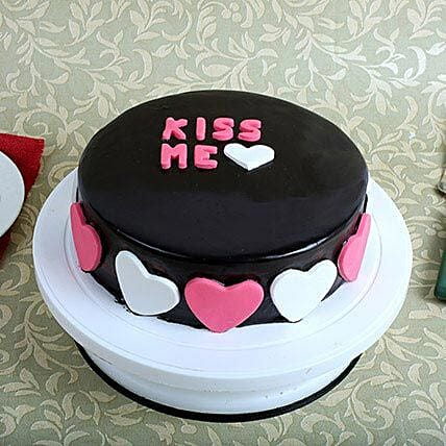 Kiss Me Valentine Cake: Send Valentines Day Designer Cakes