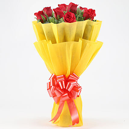 Posy Of Bright Red Roses: Hug Day Gifts