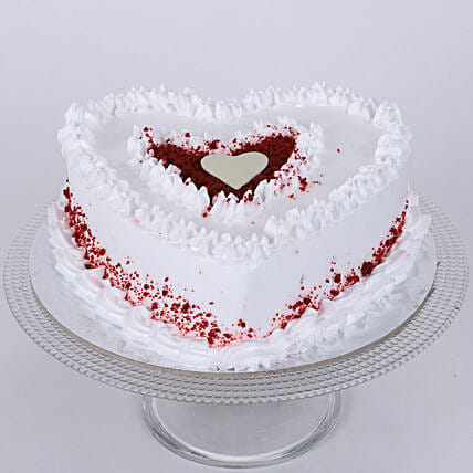 Red Velvet Cream Heart Cake: Red velvet cakes