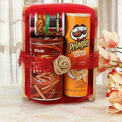 Sweet Yet Snacky: Send Christmas Gift Hampers