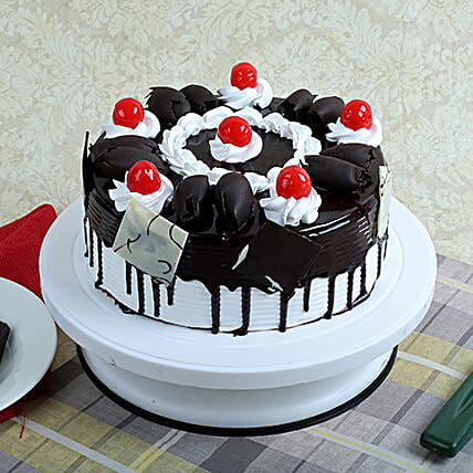 Black Forest Gateau: New Year Cakes to Noida