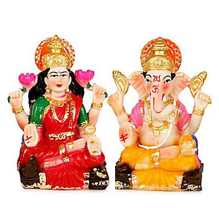 Divinity with Prosperity: Send Handicraft Gifts to Delhi