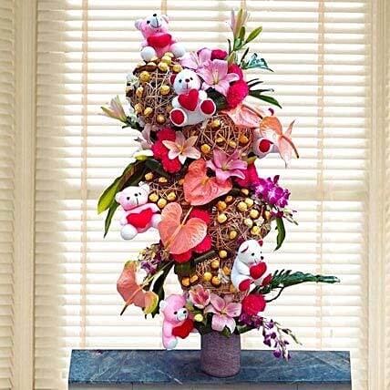 Flowers & Ferrero Rocher Arrangement: Soft toys for Propose Day