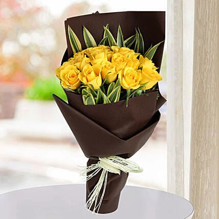 Shining Yellow Roses Bunch: Yellow Flowers
