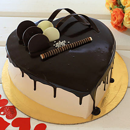Heart Shaped Cream Chocolate Cake: Send Heart Shaped Cakes to Kanpur