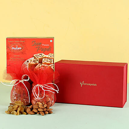 Soan Papdi & Dry Fruits Combo: Send Gift Hampers