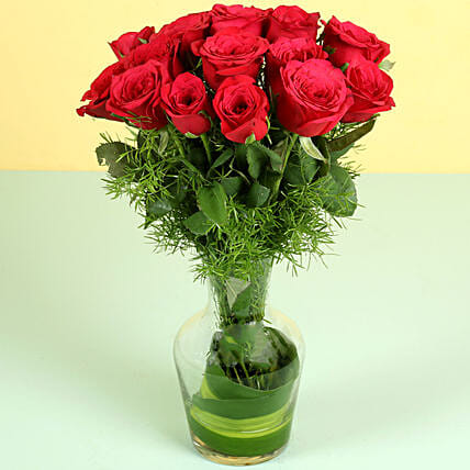 Red Roses in Glass Vase: Red Flowers