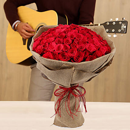 Red Roses Musical Tunes Combo: Flowers & Guitarist Service