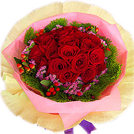 A Perfect Arrangement of Roses: Rose Day Gift Delivery in Malaysia