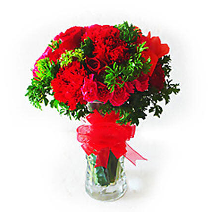 Thrilling Vase Of Flowers: Gifts Offers - Malaysia