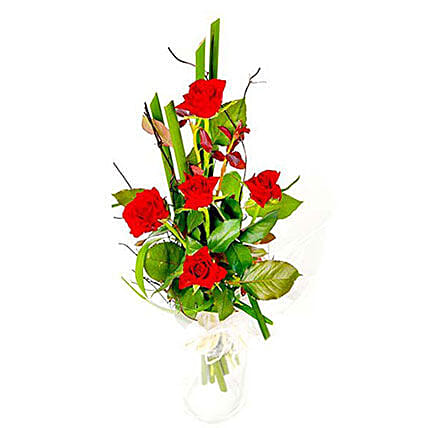 Romantic Roses: Anniversary Flower Delivery in Mauritius