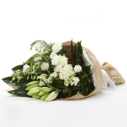 Classic White Flowers: Rose Day Gift Delivery in New Zealand