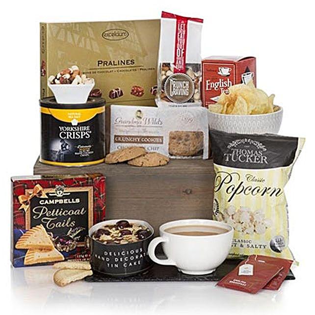 Gourmet Delights Hamper: Christmas Gift Delivery in Norway