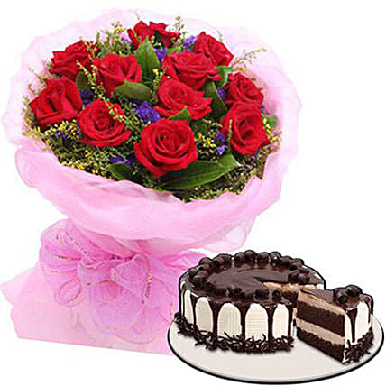 Delectable Cake With Rose Bouquet: Send Flower Bouquet to Philippines