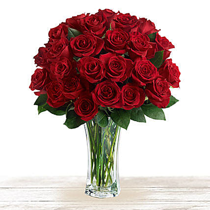 Majestic Red: Send Flower Bouquets to Qatar