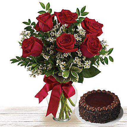 Chocolate Cake And Roses: Cake Delivery in Doha