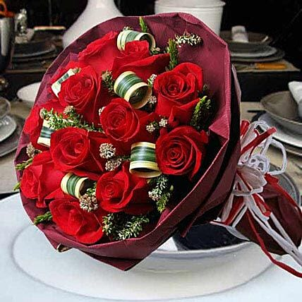Red Star: Send Valentines Day Roses to Singapore