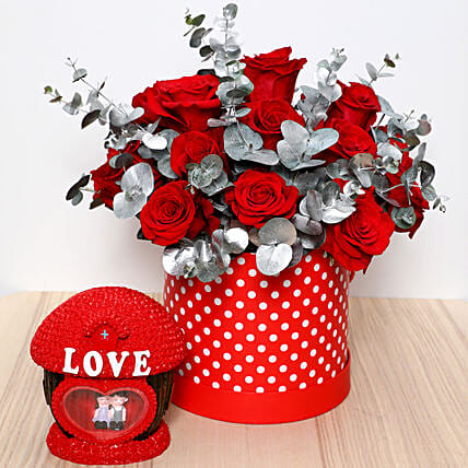Beautiful Red Roses Box and Couple Idol: Valentine's Day Gift Delivery in Singapore