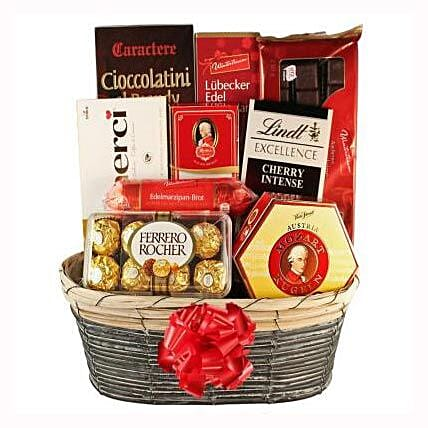 The Sweetvaganza Gift Basket: Christmas Gift Delivery in Switzerland