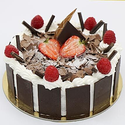 Delightful Black Forest Cake: Gifts for Girls in UAE