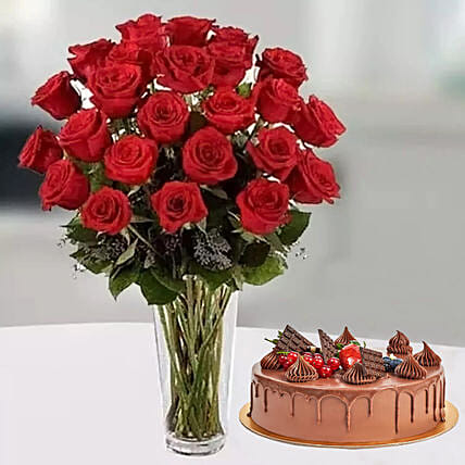Pure Romantics: Send Valentine's Day Flower and Cake to UAE