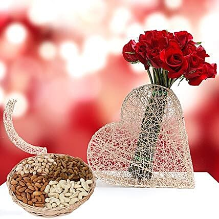 Roses Bunch and Dry Fruits Combo: Send Dry Fruits Mothers Day to UAE