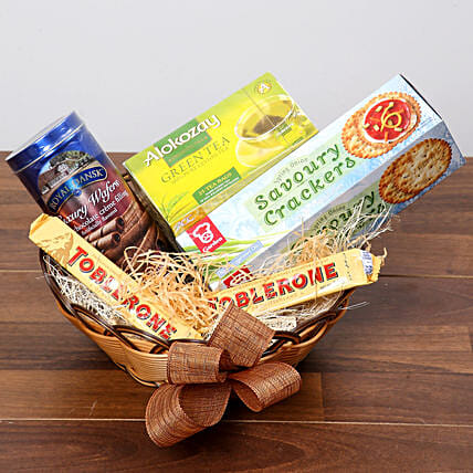 Green Tea and Munchies Basket: Dubai Gift Basket Delivery