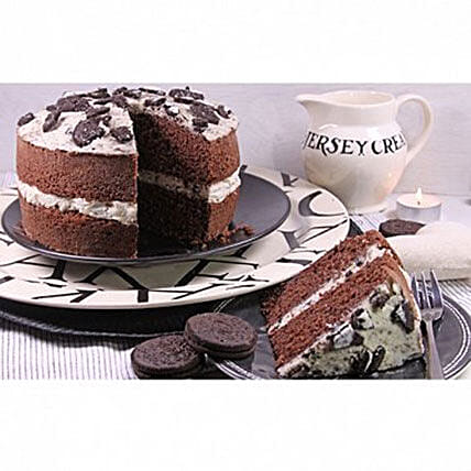 Cookies And Cream Sponge Cake: Cake Delivery in Liverpool