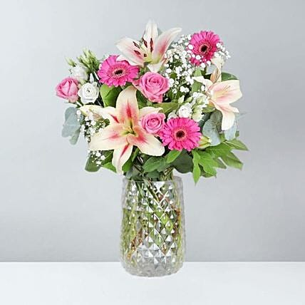 The Dreamy Pink Bunch: Send Anniversary Gifts to UK