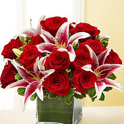 Red Rose and Lily Cube: Miss You Flowers to USA