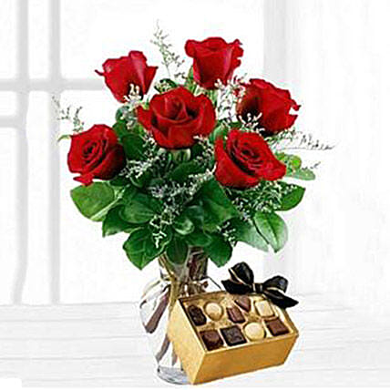 Six Red Roses With Chocolates: Birthday Gifts Austin