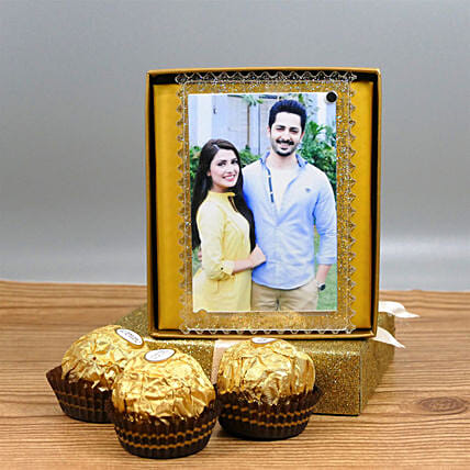 Fridge Magnet Photo Frame And Chocolates: Personalised Gifts to USA