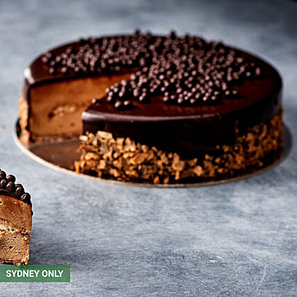 Ferrero Rocher Cake:Send  Cakes to Australia