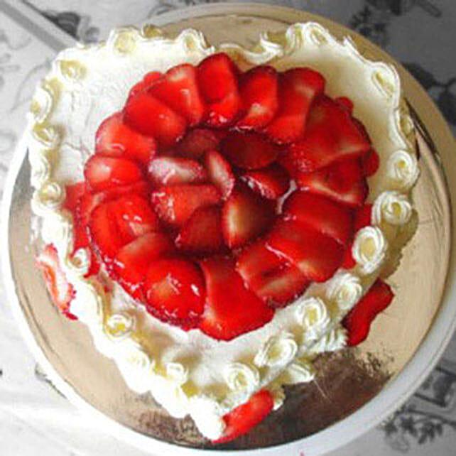 Eggless Heartshaped Strawberry Cake:Heart Shaped Cake to Canada