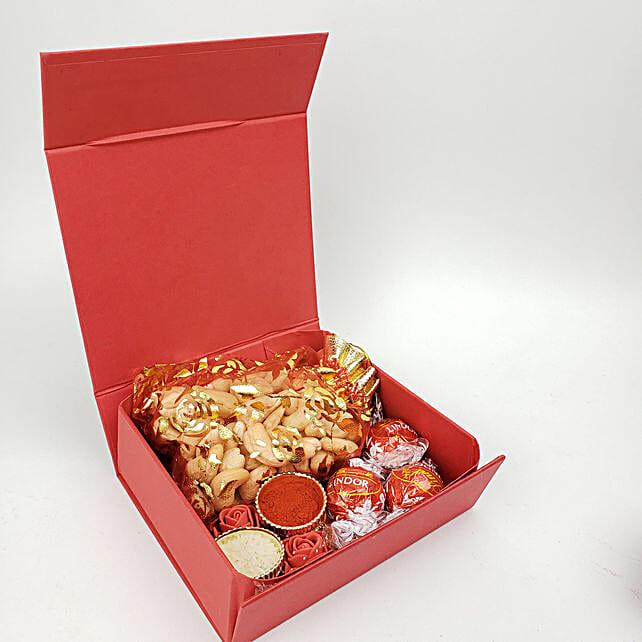Fnp Box Of Festive Fun