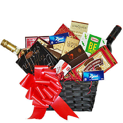 Wine N Gourmet Gift Basket:Gifts Baskets to Canada