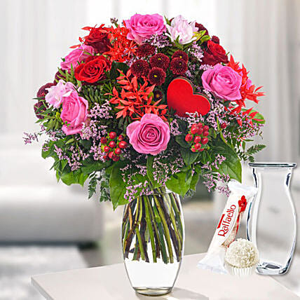 Flower Bouquet Liebeserklarung With Vase And Ferrero Raffaello:Mothers Day Gifts Germany