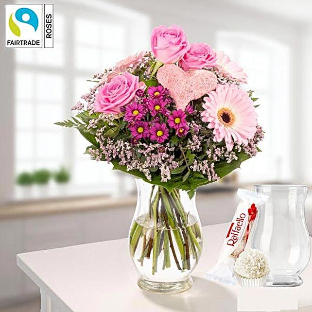 Flower Bouquet Von Herzen With Vase Und Ferrero Raffaello