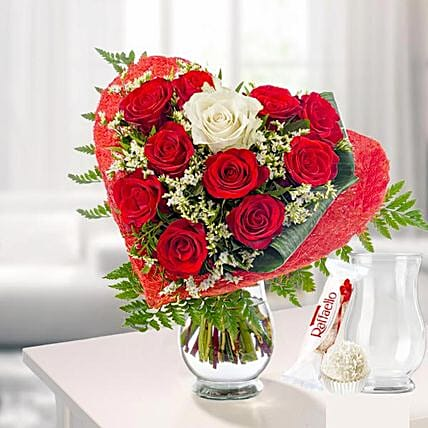 Rose Bouquet Amore With Vase Und Ferrero Raffaello:Send Valentines Day Gifts to Germany