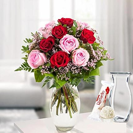 Rose Bouquet Harmony With Vase Und Ferrero Raffaello