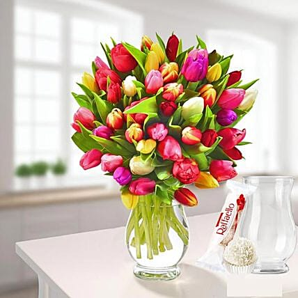 Tulips In A Bunch With Vase Und Ferrero Raffaello