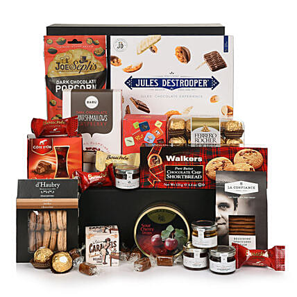Sweet Tooth Christmas Hamper:Send Gifts to Hungary