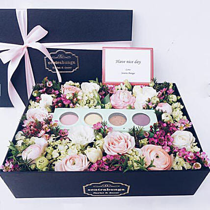 Natural Smile Flowers And Treat Box